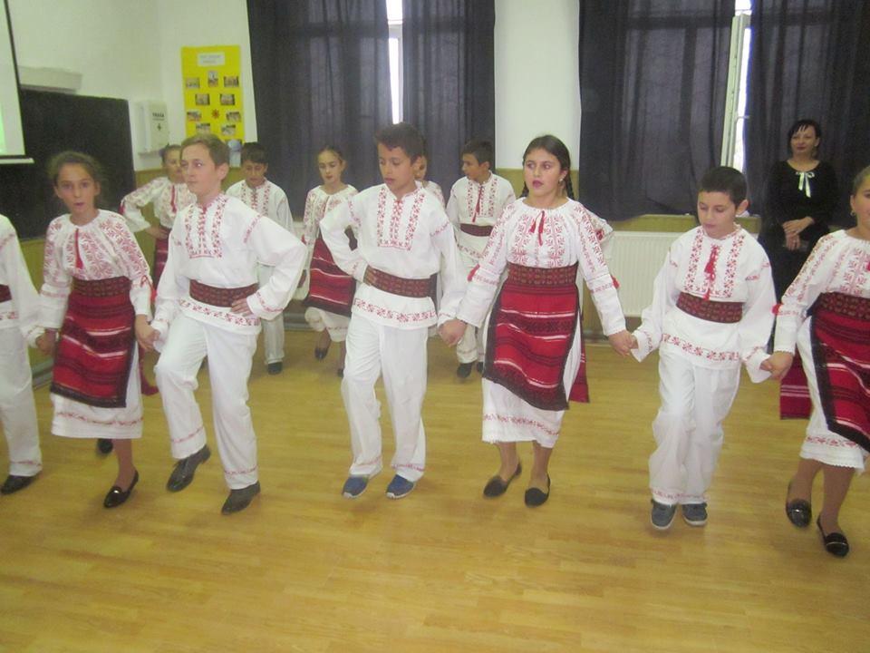 https://cotofeniidindos.ro/wp-content/uploads/2016/12/scoala-dans.jpg